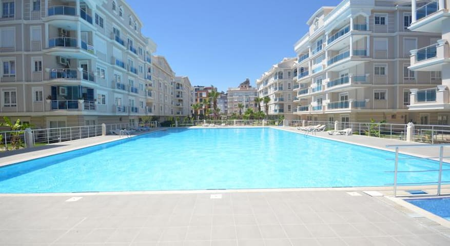 1+1 Luxefurniture-pool 7/24 security Residance - Konyaalti - Apartamento