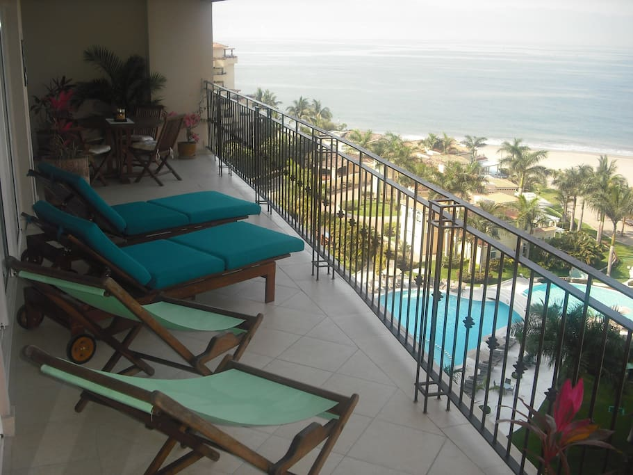 Large Ocean front balcony, with 4 seat table