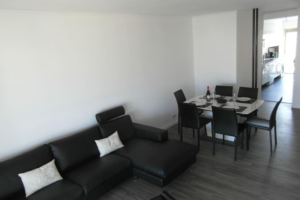 Salle à manger séjour lumineux et climatisé