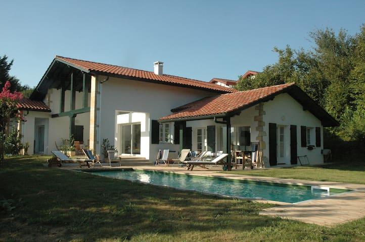 Maison d'architecte très lumineuse Aztoretegia - Ascain - Ev