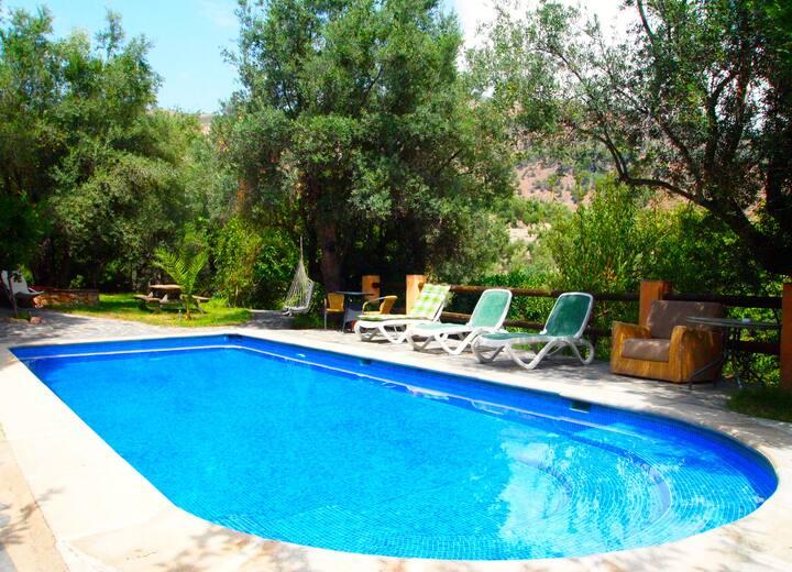 """Cortijo """"Las Alejas"""" con piscina en Lanjarón"""
