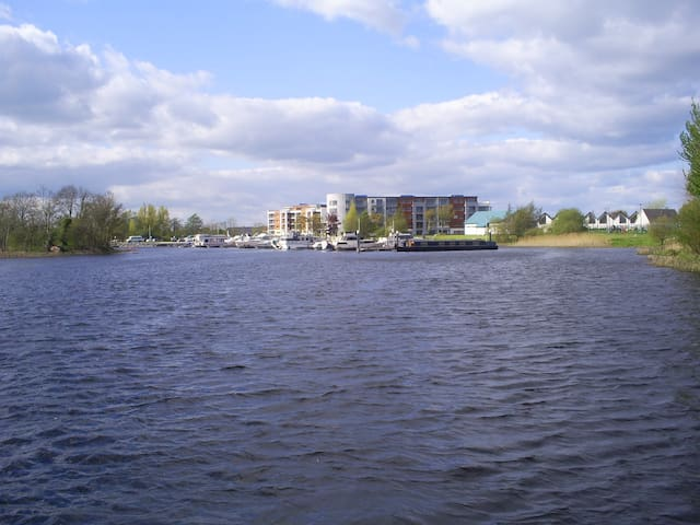 Modern sunny 3-bed house overlooking River Shannon - Athlone - Casa