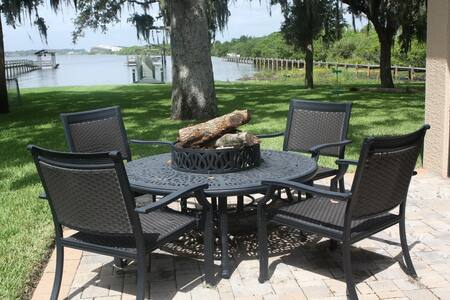Fine Waterfront Living - Merritt Island