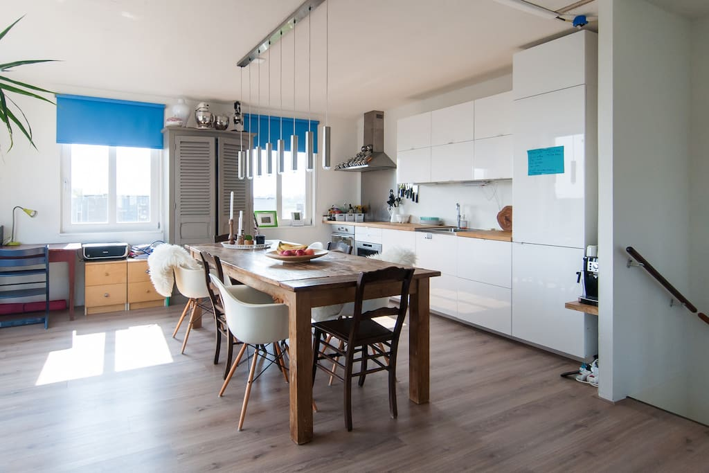Light and spacious kitchen with fridge, oven, microwave, espressomachine, Quooker