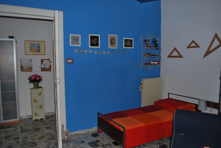 Stanza privata di 16mq più navetta - Neapel - Wohnung