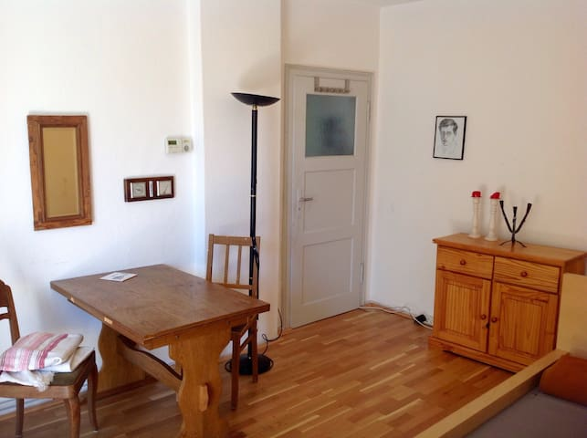 Single room, privat bath, kitchen and balkony