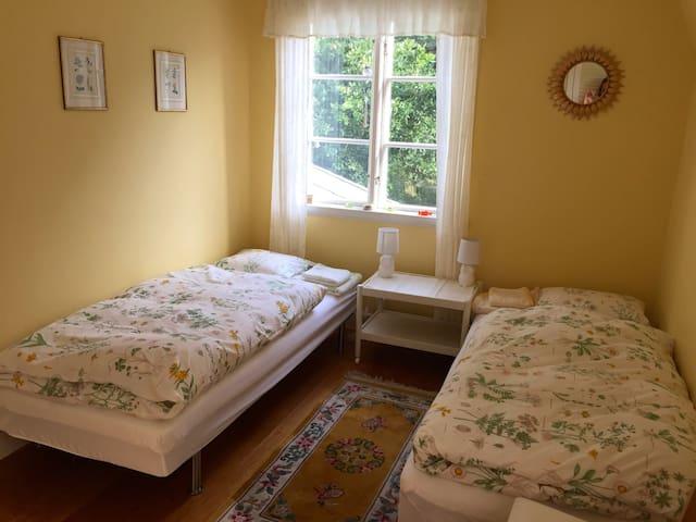 B&B Furugarden Eulenzimmer - Trollhättan C - Bed & Breakfast