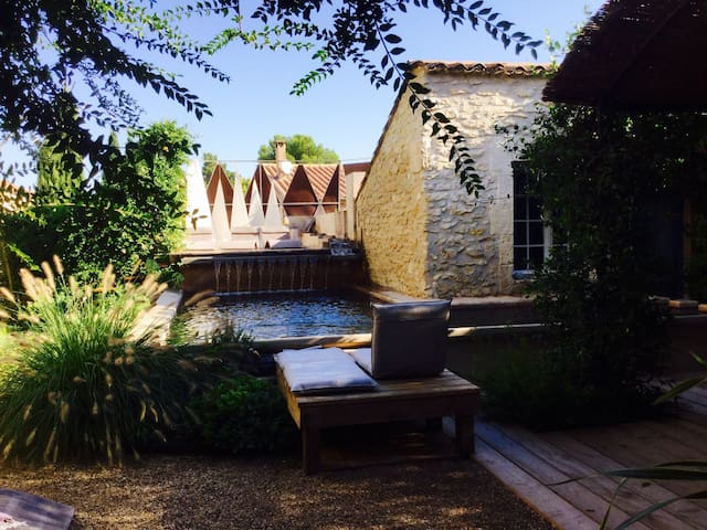 M&S / B&B1 in loft with natural water pool - Saint-Rémy-de-Provence