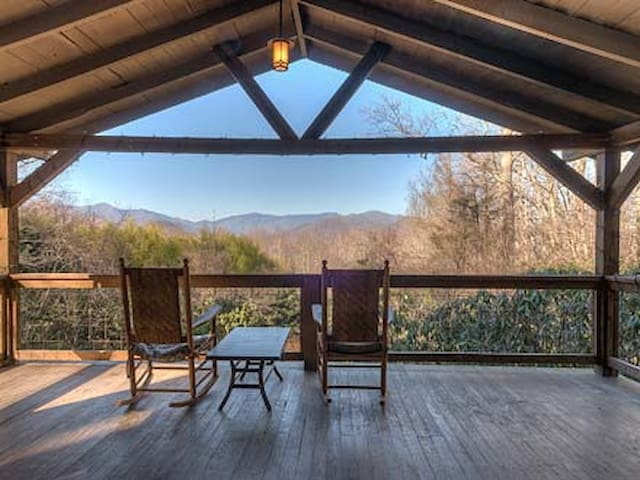 Exley Place with Mountain Views - Black Mountain - Casa