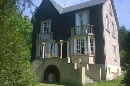 Maison de maître en Corrèze - Saint-Setiers - Huis
