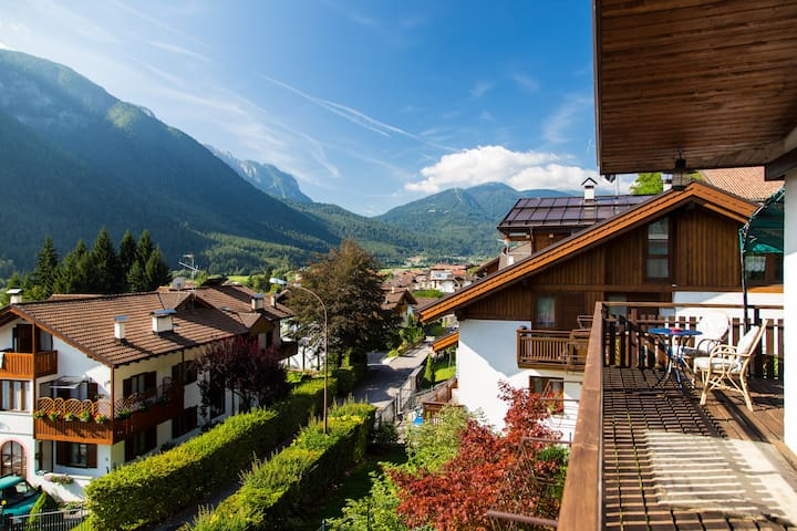 A terrace in the heart of dolomites - Malè - House