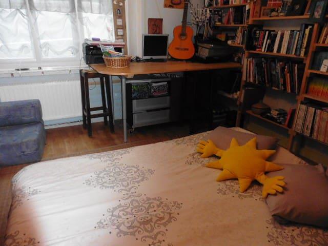 chambre d'ami familiale - reduction semaine-mois - Dinan - House