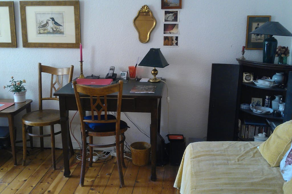 Guestroom with desk