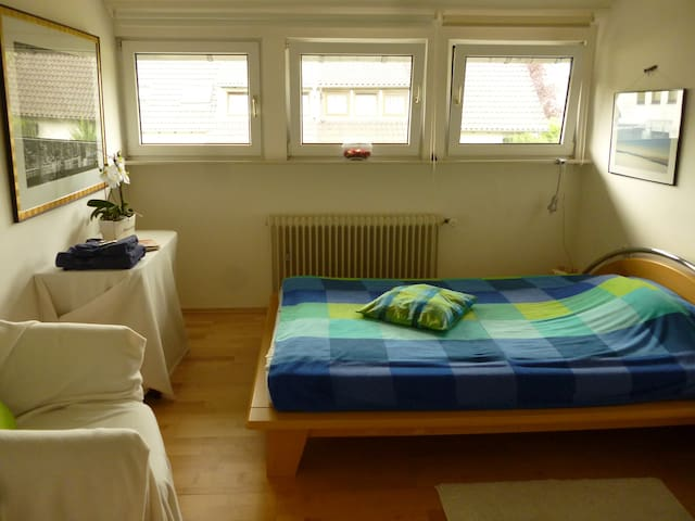 Helles, ruhiges, sauberes Zimmer - Aachen