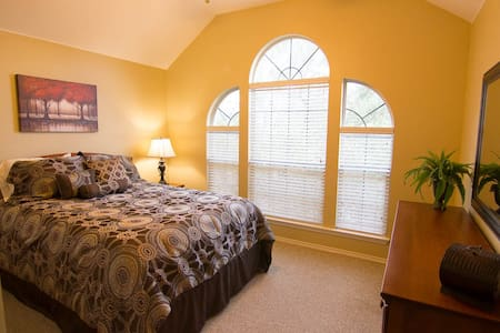 Room in quiet home near Dell - Round Rock - Casa