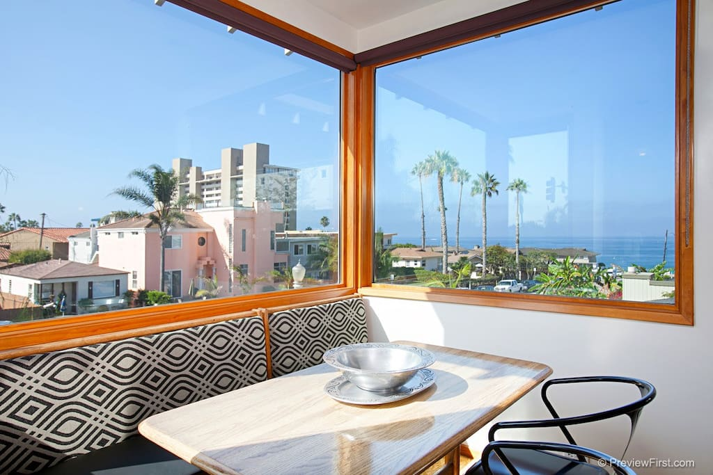 Have a nice breakfast while watching the surfers at the end of the block. Catch a sunset or watch the fireworks from this upstairs kitchen nook.