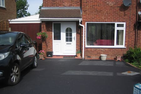 Double bedroom in Heart o'Midlands - Nuneaton - B&B
