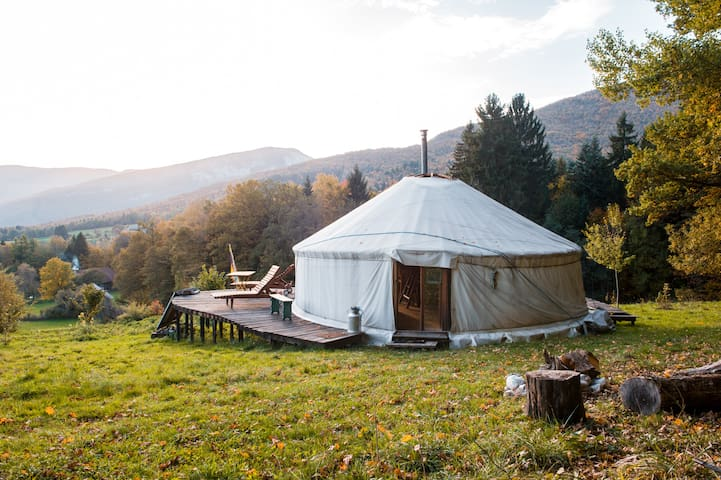 A quiet yurt  in Savoie - Bauges - Bellecombe-en-Bauges - Rundzelt