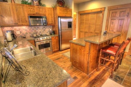 6532 Settlers Creek Townhomes - Keystone
