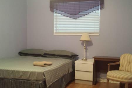 Cozy & Quiet room(one queen)