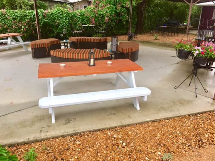 Highland House * 5 BR * Huge Patio * 2 miles to DT