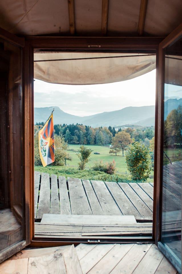 A quiet yurt  in Savoie - Bauges