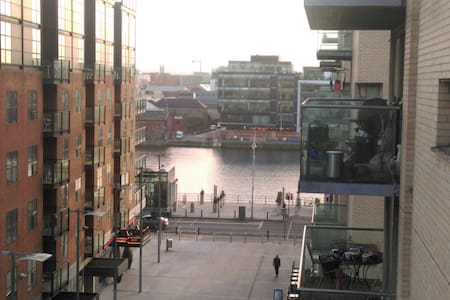Modern en-suite bedroom in executive two bed two bath apartment. Situated on the 5th floor of an award winning IFSC city centre development with stunning views of the river Liffey. Great location - lively, central, and close to public transportation.