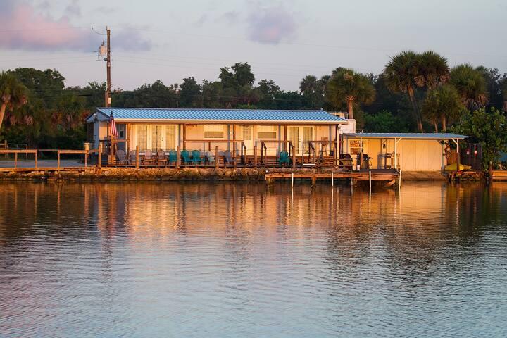 Waterfront cabin & dock sleeps 6 - Oak Hill - Cabane