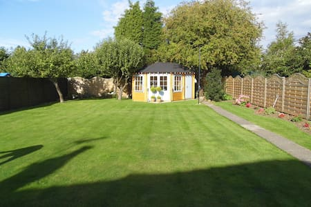 Detached three bedroom bungalow - Penarth - Pousada