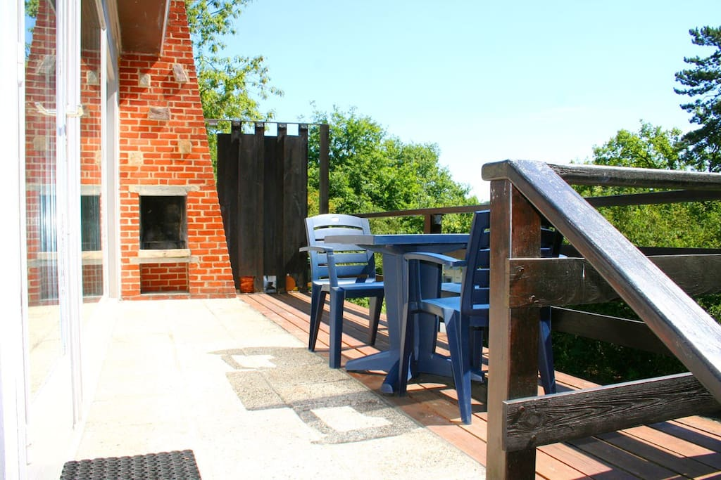 Terrace and barbecue - terrasse et barbecue