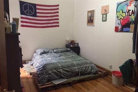 Spacious room in great neighborhood