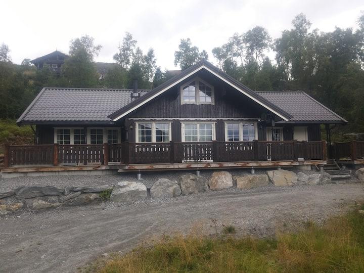 Flott hytte i Sunnmørsalpane