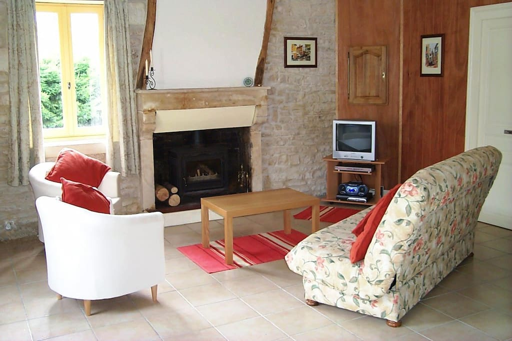 Space to relax and unwind. Cool in the summer heat and a wood burner for cozy winter stays