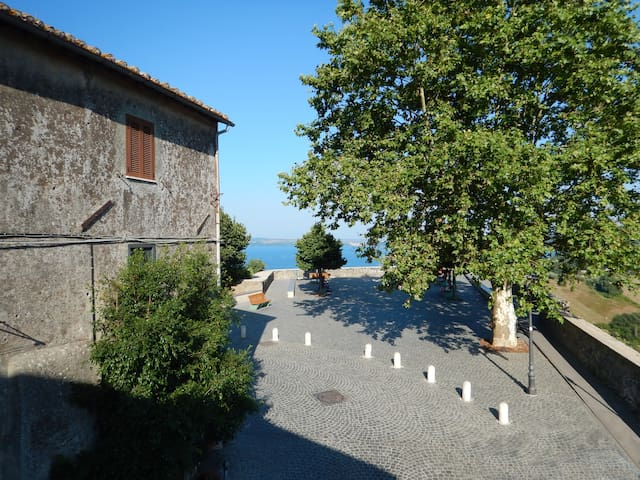 Cosy Medieval House with Lake view - Bracciano - Dom