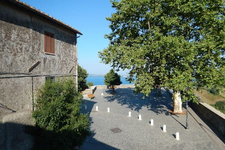 Cosy Medieval House with Lake view - Bracciano - Huis