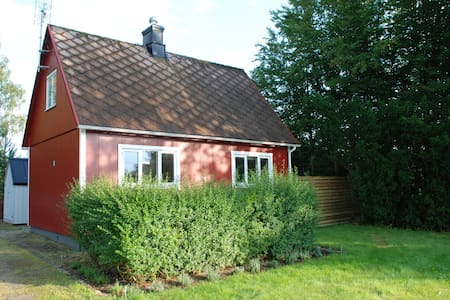 Small villa close to nature - Ljungbyhed - Huvila