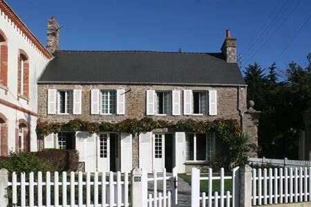 Maison face à la mer - Saint-Vaast-la-Hougue - Αρχοντικό