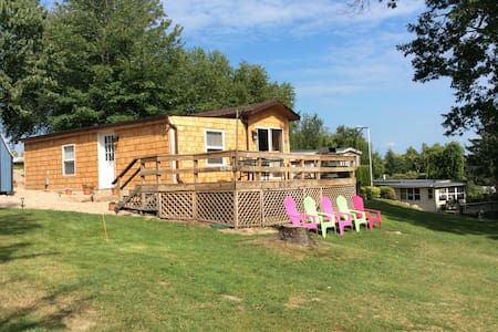 Cozy cottage with river access! Super clean!! - Clayton - Hytte