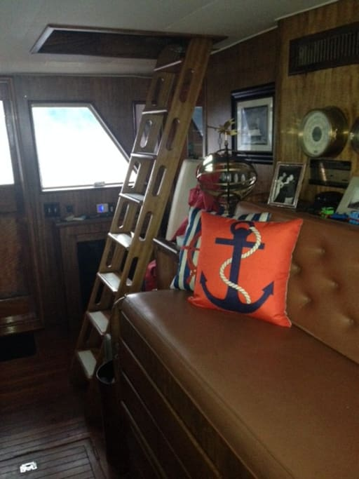 Pilothouse seating and ladder to upper deck