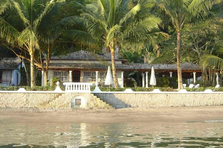 Island beach-front property / possibility of cook