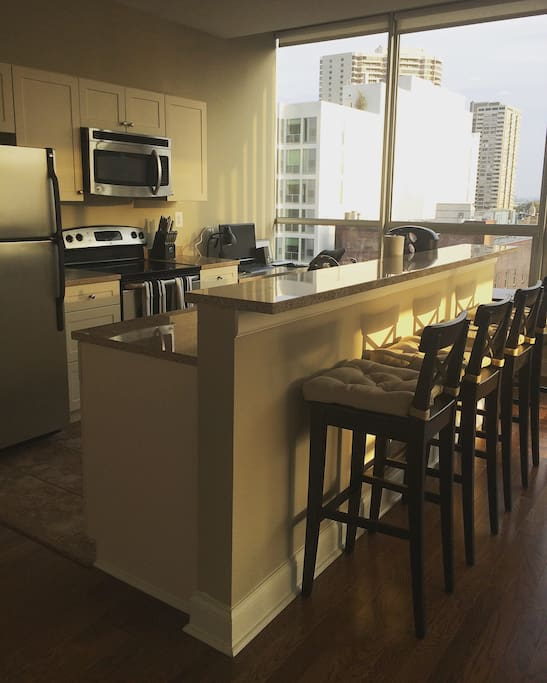 Full modern kitchen with breakfast bar