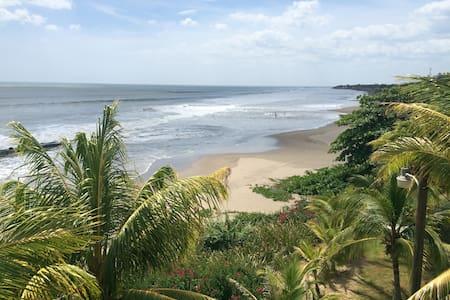 Beachfront w/Balcony+Hammocks+views - Pochomil - Huis