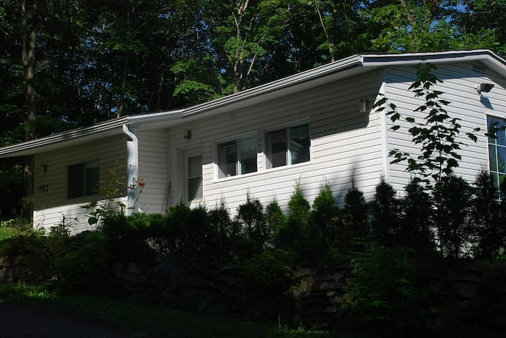 Peaceful Cottage Surrounded By Tree - Saint-Nicolas - Chalet
