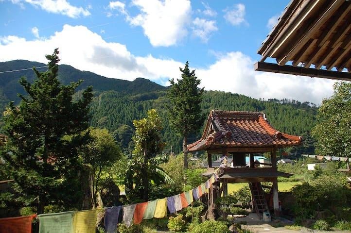 お寺に宿泊できる宿坊です。様々な仏教体験ができます。 - Yazu-chō