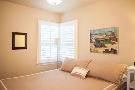"""""""THE NEST"""" Cozy 1BD on STATE STREET - サンタバーバラ - アパート"""