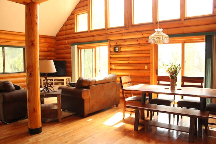 Large Log Cabin in the Mountains - Black Hawk - Talo