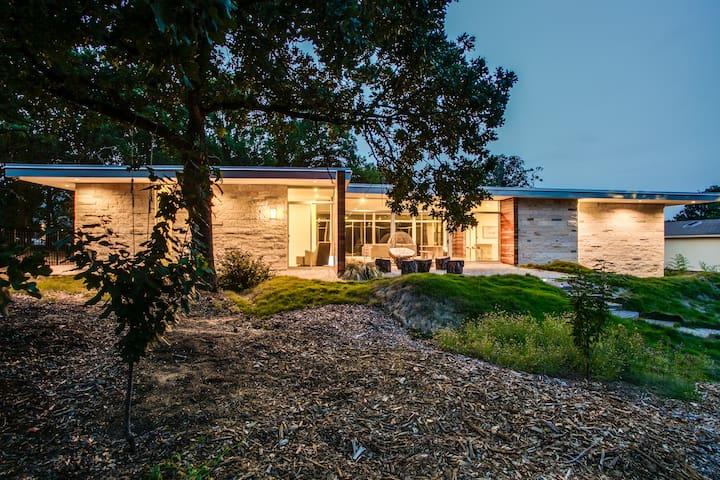 Flat Roof Modern Home on 1.5 acres - Keller