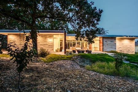 Flat Roof Modern Home on 1.5 acres - Keller - Casa