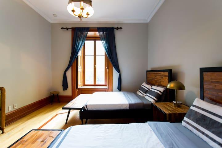 Luxury Bed & Breakfast 30: Private Room, 2 Queen Beds #3