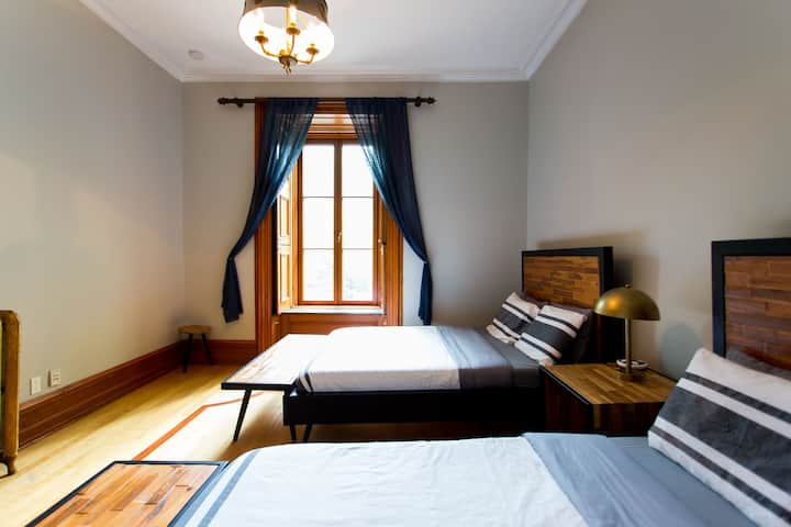 Luxury Bed & Breakfast 30: Private Room, 2 Queen Beds #3